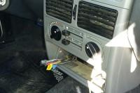 Robaron stereo del interior de un automóvil estacionado sobre calle Avellaneda