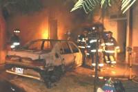 Incendio total de un automóvil que se encontraba en el interior de un garaje