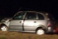 Un automóvil se incrustó debajo de un acoplado