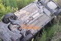 Monte Maíz: Despistó un automóvil y terminó tumbado en la banquina