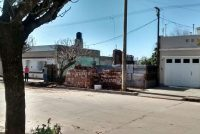 Vivienda en demolición en calle Rosario de Santa Fe al 400 con presencia de camiones municipales: la aclaración de Miguel Baró
