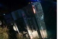 Vuelco en solitario de un camión en Villa María cuyo chofer es de Marcos Juárez