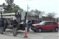 Curioso accidente que involucró a un vehículo Municipal, una  moto y un automóvil