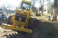 Motoniveladora cayó a una cuneta en momentos en que realizaba tareas en calle Quintana y Chile