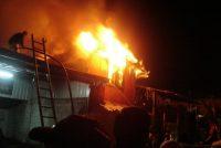 Incendio de magnitud en criadero de cerdos de Isla Verde