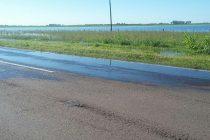 Agua sobre la calzada en ruta 9 pasando el Aeroclub