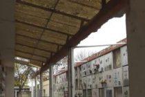 Reclamo por la falta de techos en dos galerías del cementerio