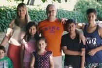 Viajaron a adoptar a un niño y volvieron con cinco