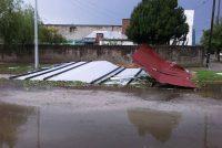 Intensa tormenta de piedra viento y lluvia voló el techo del salón parroquial de Noetinger