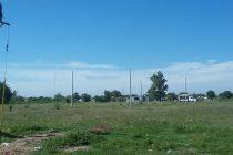 Colocación de postes para luminarias en loteo de Villa Argentina