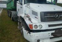 General Roca.- Choque entre un camión y una moto  que era llevada a tiro por su conductor por la ruta 9