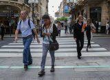 Ya funciona en Rosario el primer semáforo peatonal de piso del país