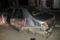 Un automóvil con cuatro jóvenes circulaba en tres ruedas por las calles de Laborde