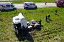 Despiste y vuelco de un camión en autopista el día miércoles
