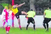 Seis años de suspensión para arquero de fútbol y quita de puntos para el club Barracas de Armstrong