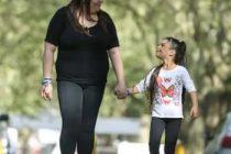 Tiene 31 años y logró adoptar a una nena que había sido golpeada salvajemente por sus padres