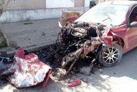 Camilo  Aldao: menores robaron un auto, hicieron picadas y chocaron contra una camioneta estacionada