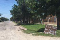 Vecinos  de calle San Juan y Paraguay colocaron un cartel que dice cuidado zona de cráteres