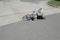 Leones, choque entre una bicicleta y un auto con una mujer derivada a Marcos Juárez con traumatismo de cráneo