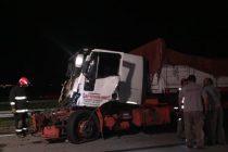 Choque de dos camiones por alcance en autopista