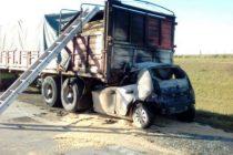 Cañada de Gómez: accidente fatal en autopista luego del incendio de un vehículo al chocar contra un camión
