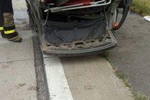 Despiste y vuelco de un automóvil en autopista en Leones
