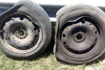 Roturas de neumáticos como consecuencia de los pozos existentes en el acceso a la rotonda este