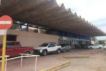 La vieja terminal de ómnibus abandonada y convertida en depósito de vehículos siniestrados