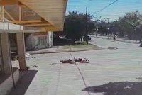 Choque y fuga entre dos motos