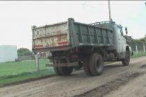 Obras en El Panal: un camión cayó a un pozo en Giachino y Timoteo Gordillo