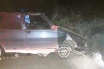 Despiste de un automóvil en camino rural