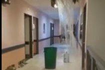 Villa María: por la tormenta se desprendió parte del cielo raso del techo del Hospital Pasteur provocando inundaciones en pasillos y habitaciones
