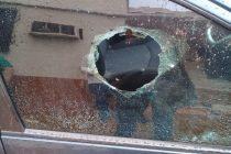 Rotura del vidrio de un auto y robo de una mochila, en un sector cuestionado