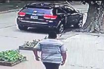 Robos con inhibidores de alarma: Se llevaron un sobre con documentación y tarjetas de una camioneta estacionada sobre calle Lardizábal al 600