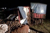 General Roca: Despiste y vuelco del chasis de un camión cargado con papas en autopista
