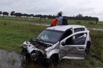 General Roca: Despiste y vuelco de un automóvil en autopista  con cinco Gendarmes