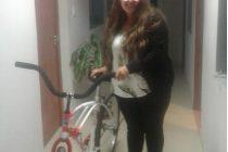 Natalí Lafatigue, la ganadora de la bicicleta en el programa especial de Año Nuevo de PANORAMA