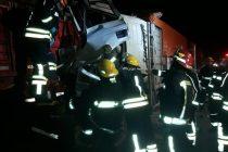 Choque entre camiones por alcance en autopista en Leones
