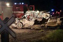 Las Perdices: los vagones de un tren  arrollaron un auto, una persona fallecida