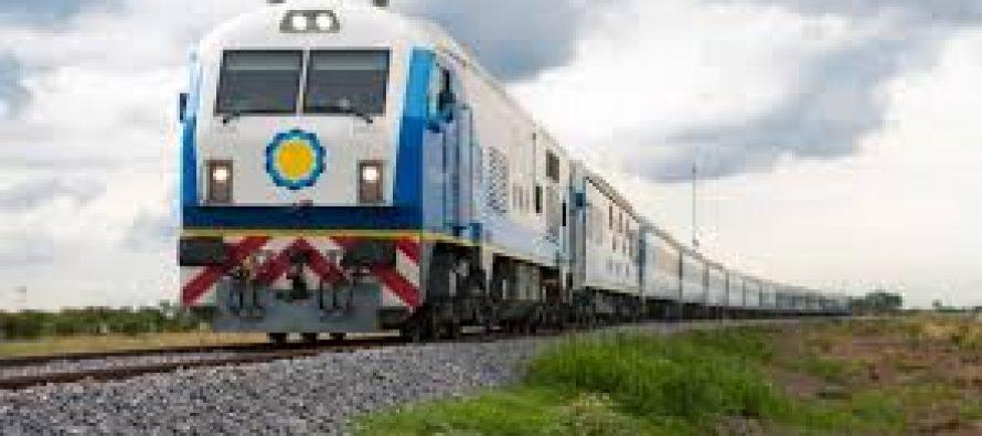 German Biondini compro el primer boleto de tren que saldrá de nuestra ciudad el  9 de abril