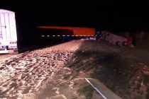 Armstrong: Colisión por alcance entre dos camiones en autopista