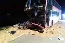 Choque entre un camión y un colectivo sobre autopista a la altura de General Roca con 19 personas trasladadas al Hospital Abel Ayerza