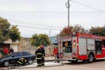 Principio de incendio de un automóvil en Pellegrini y General Roca