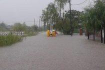 Reclamo de vecina de barrio La Fortuna de Leones por beneficios para algunos inundados