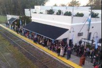 Aproximadamente 300 personas recibieron el tren de pasajeros en la Ciudad